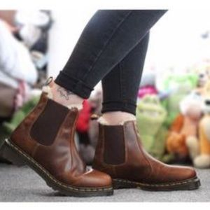 • Dr Martens • Leonore Chelsea Boots Brown Leather